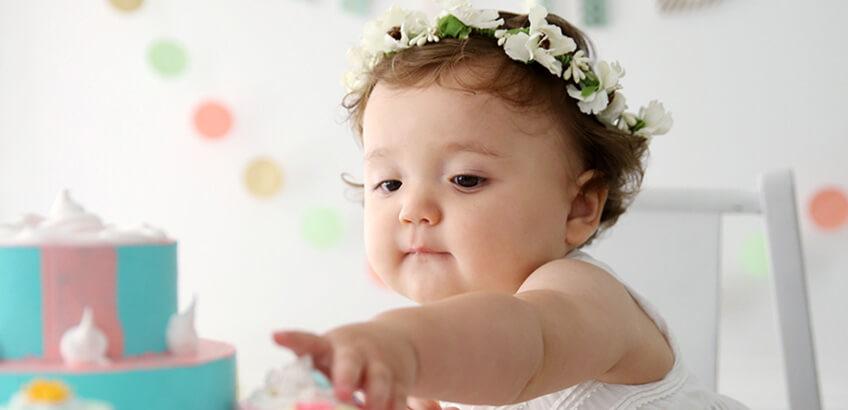 記念すべき1歳の誕生日に! バースデーフォトを飾る手作りグッズ